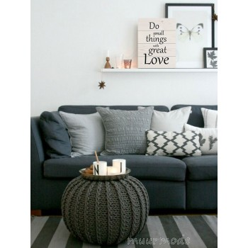 Houten bord met tekst Small things Great love
