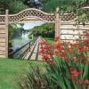 Tuinposter Loopbrug naar watervallen