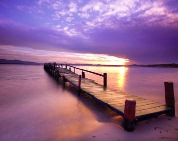 Paarse lucht door zonsopkomst