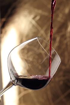 Vlies fotobehang Wijnglas met rode wijn